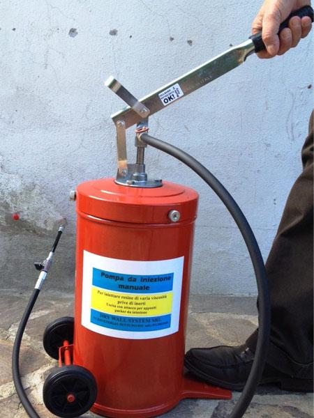 Pompa Manuale per iniezioni di resine