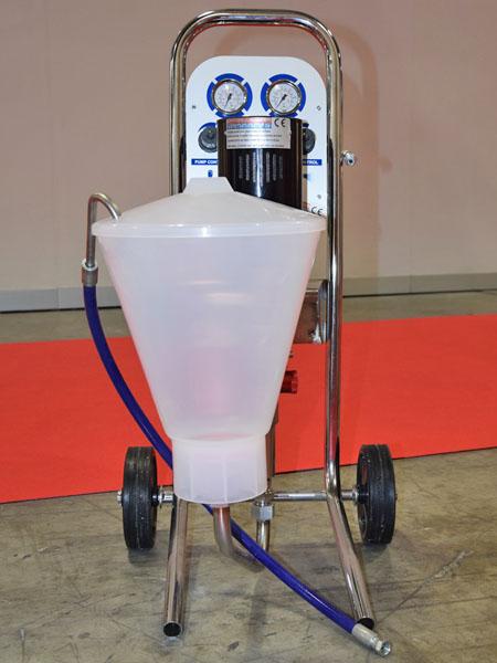Pompa da iniezione pneumatica per resine